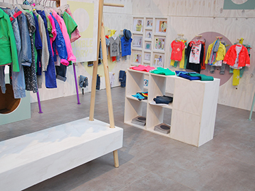 04_TUMBLE_N_DRY_BRAND_SPACES_TRADE_SHOW_CONCEPT_2